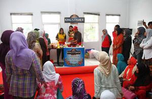 aktivitas toko alfamart 001 300x195 » Kemudahan dan Keuntungan Menjadi Member Alfamart Minimarket Terbesar di Indonesia